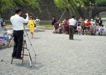Gruppen-Photo vor der Brücke Nijubashi
