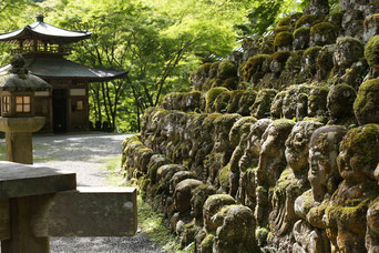 静かに佇む愛宕(おたぎ)念仏寺のお地蔵さま