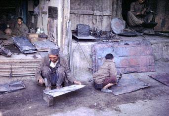 احسان واصل: گذرها و کوچههای قدیم کابل: گذر تنورسازی، گذر آهنگری، گذر وزیر، گذر کدگرها، گذر اچکزییها، باغ نواب