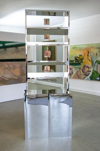 Artist: Stefan Stichler / Titel: SPLITTER - SPLATTER / Spiegel und MDF, Öl auf Multiplexplatte, 90 x 50 x 240 cm