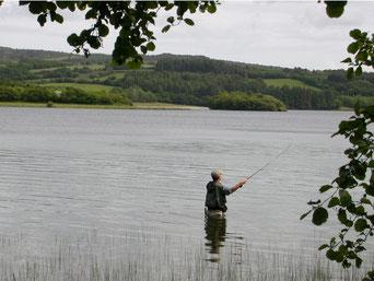 La double-traction, indispensable pour une prospection efficace d'une grandeétendue d'eau, ici sur le lac du Drennec (29).