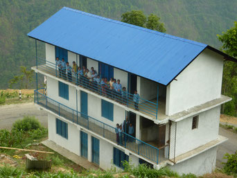 Bau eines neuen Schulhauses in Betini