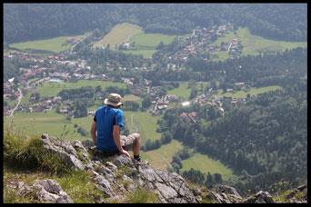 Lohn der Mühe: Blick vom Gipfel hinab nach Kreuth