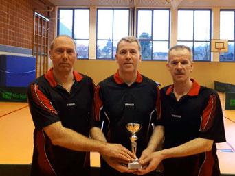 Die Pokalmannschaft der Sportvereinigung Ilmetal. Von links nach rechts: Thomas Kahle, Olaf Kropp, Ralf Heinrich