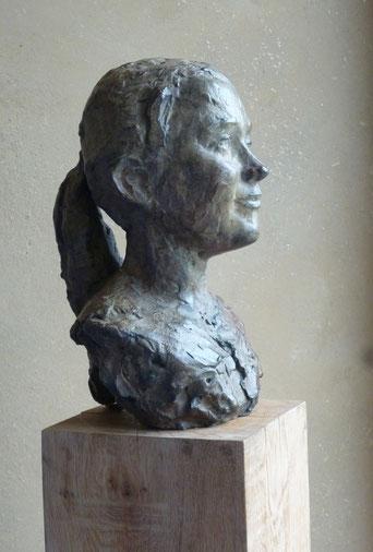 'meisjesportret'', brons, hoogte 40 cm
