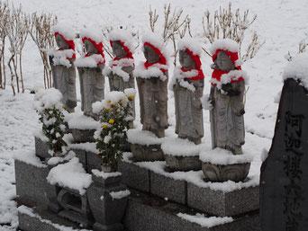 福島市おかる地蔵も雪です