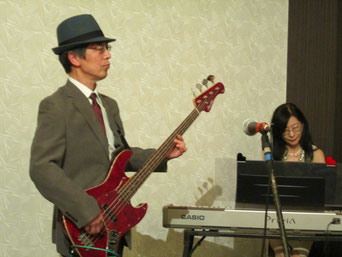 真面目なベーシスト役、Takanoです