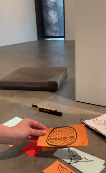 Inspiration zum kreativen Gestalten für zuhause am Internationalen Museumstag im Zuge der digitalen Familienführung im Museum Lothar Fischer - eine Anleitung folgt im Video. Foto: Janina Schuler