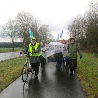 2016-03-28 Ostermarsch zum Atomwaffenstützpunkt Büchel: Wir trotzen Wind und Wetter und Atomraketen!