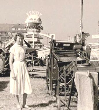 Ein Kartoffel-Sortierer auf einer Landwirtschafts-Ausstellung in den 1950er Jahren 5