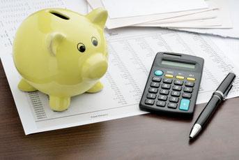 貯金箱、電卓、家計簿