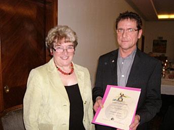 WFB-Präsidentin Gertrud Peters mit Holger Roßlan