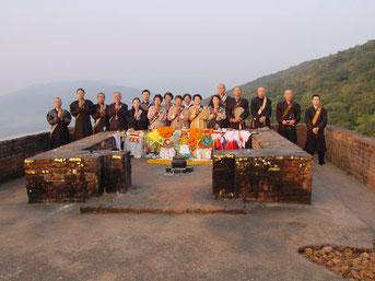 2002年11月 霊鷲山山頂にて