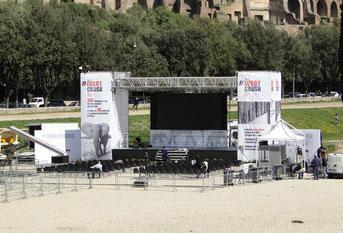 Bühne mit Zuschauerraum, noch in der Aufbauphase
