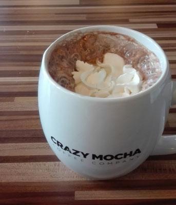 Heiße Schokolade mit Sahne im Café Crazy Mocha in Pittsburgh.
