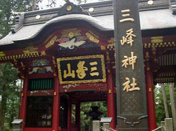 三峯神社 隋身門