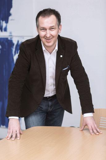 Unternehmensgründer Thomas Prusnik ist ein innovativer Unternehmer und Produktentwickler, der nach vor schaut und dafür sorgt, dass Aura immer wieder Trends in der Poolbranche setzt.