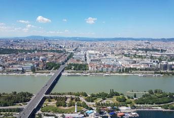 Blick vom DC Tower auf die Donau und die Leopoldstadt