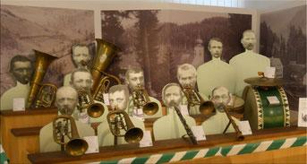 Musikkapelle Ratten anno dazumal - plastische Nachbildung der Musikkapelle aus 1895