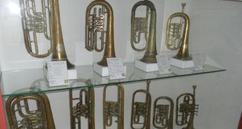 Umfangreiche Sammlung an Blech- und Holzblasinstrumenten