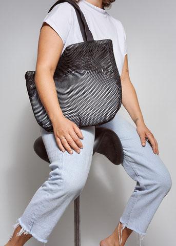 Totebag black mesh von Finster