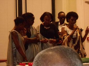 Immaculée, Amélie, Kado, Félicité au chant, au cours de la soirée