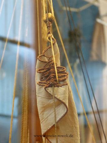 Segel und Tau auf dem Schiffsmodell Edelweiß