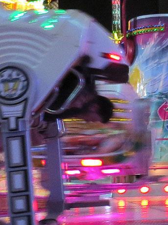 Foto: Tschüß Handy / Wilhelms SHAKER - DAS Jahrmahrkts-/Kirmes Highspeed-Action-Fahrgeschäft