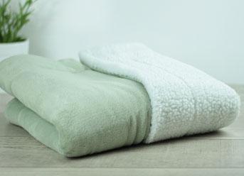 Matdox SHERPA-Fleece Decke moosgrün