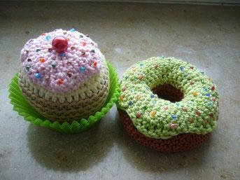 gehäkelter Cupcake und Donut