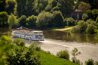Ausflugsschiff auf der Weser