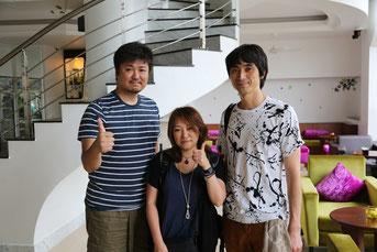 事務局まっすーの幼馴染み。KOSMICさん(右)と中村美佐江さん(中央)