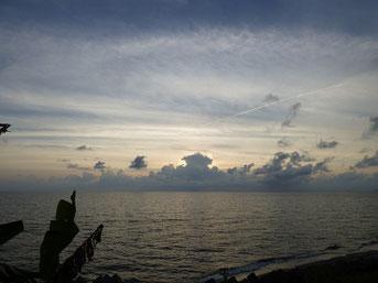 8月最後の夕日は雲にがっつり阻まれました・・(T_T)