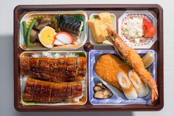 鰻名古屋めし弁当 上からの写真