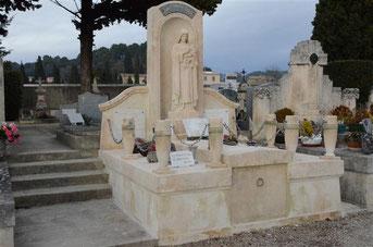monument-funeraire-vacqueyras-cimetiuere-entretien-fleurs