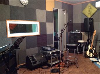 「秩父長瀞Yoshi Studio」の練習スタジオ内の様子