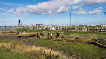 Dorum-Neufelds Hafen und der alte Leuchtturm Obereversand