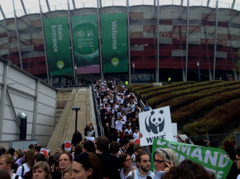 800 klimaaktivister udvandrede i protest