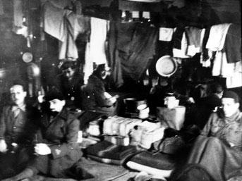 Blick in eine der Unterkunftsbaracken der italienischen Militärinternierten. Foto: Vittorio Vialli, nicht datiert. Istituto Storico Parri Emilia-Romagna, Bologna, Italien