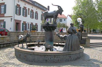 Der Geißbock-Brunnen in Deidesheim erinnert an den Lambrechter Weidevertrag. Foto: Stadt Deidesheim