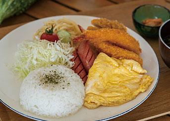 Aランチ  (トンカツ・エビフライ・ウインナー・卵焼き)