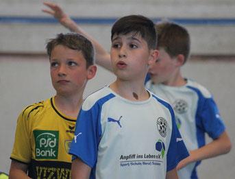 Nachwuchshandballer der Junglöwen spielen gemeinsam mit Nachwuchsfußballern des FC-Astoria Walldorf.