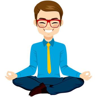 Ein lächelnder Büromensch in meditativer Sitzhaltung. Bild Kakigori Studio/Fotolia