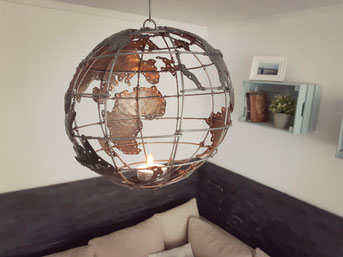 Globus Ariana mit Teelicht