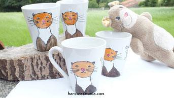 Tasses décorées par Magali de Baroussemania et Peluche réalisée par Cachat pour le collectif de Moka la loutre