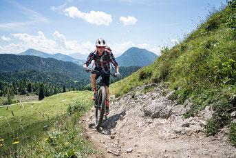 """Zum 1.000 Kilometer weiten Streckennetz der E-Bike-Destination """"Kitzbüheler Alpen – Kaisergebirge"""" zählt auch die Region Wilder Kaiser/Tirol. / Foto: Wilder Kaiser/Sternmanufaktur"""