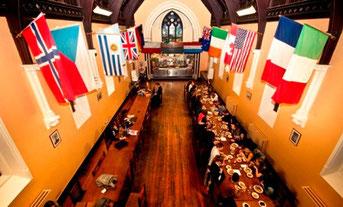 """Der Frühstückssaal erinnert uns an die """"Große Halle"""" von Hogwarts :-)."""