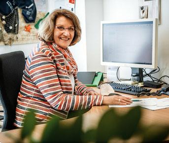 Erika Schulz ist seit zwölf Jahren für den SKFM Düsseldorf in der Kurberatung tätig.  (Foto: Andreas Endermann )