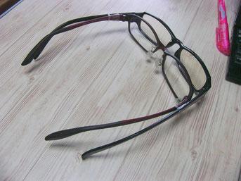 100均のパソコンメガネと「二重がけ」していたときの状態。いや、まじめに二日ほどこれかけてました……。(笑)