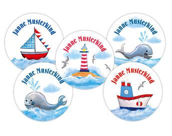 Namensaufkleber mit Segelboot, Wale, Leuchtturm, Möwen und Schiff - liebevoll handgemaltes Motiv